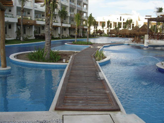deck riviera maya alberca